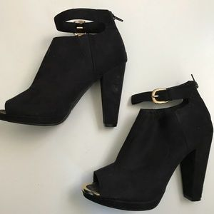 H&M ankle strap bootie heel